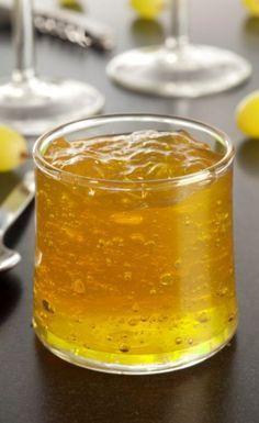 Gelée de Gewurztraminer Pour 4 à 7 pots de gelée •75 cl de Gewurstraminer  •500 g de sucre complet •3g d'agar-agar (pour remplacer le sachet de Vitpris alsa®)