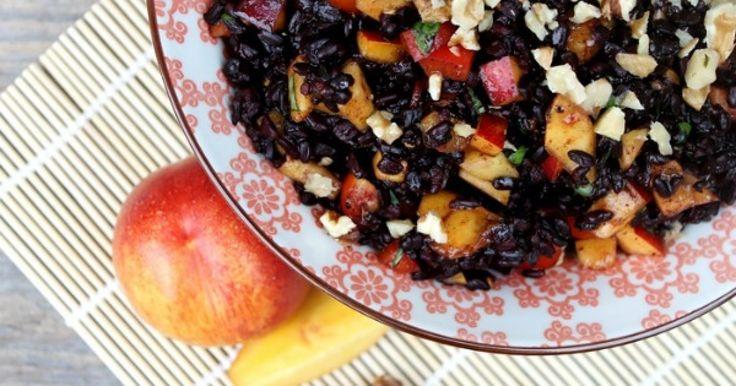 Schwarzer Reissalat mit Nektarinen und Walnüssen ✓ ideal fürs Grillen im Sommer ☆ Jetzt nachkochen!