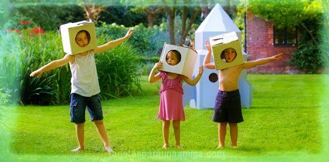 foto de niños jugando felices