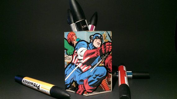 Cool Avengers pencil holder. Made from wood and vintage comic books ! Featuring Hulk, Iron Man and Captain America !