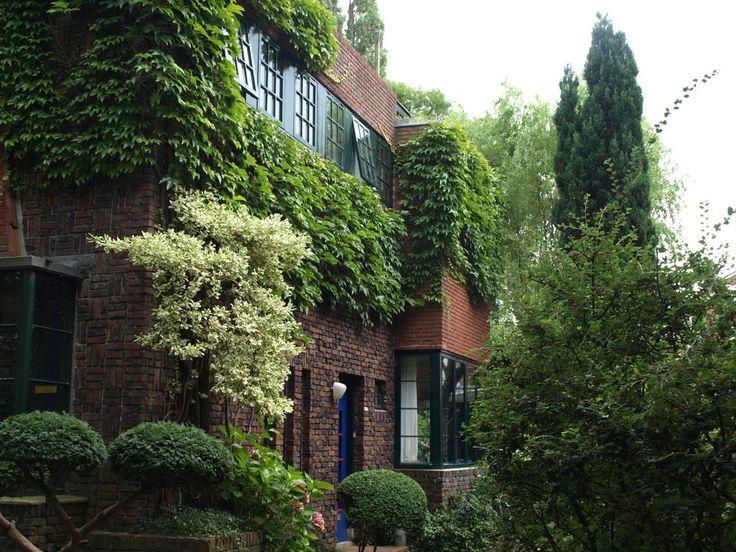 Twee dubbele villa's aan de Nassaulaan van architect Egbert Reitsma…