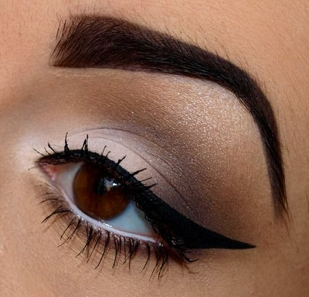 Love this wing tip, edgy and glamorous! :: Retro Eyeliner:: Wing tipped eyeliner:: Pin Up Girl Makeup