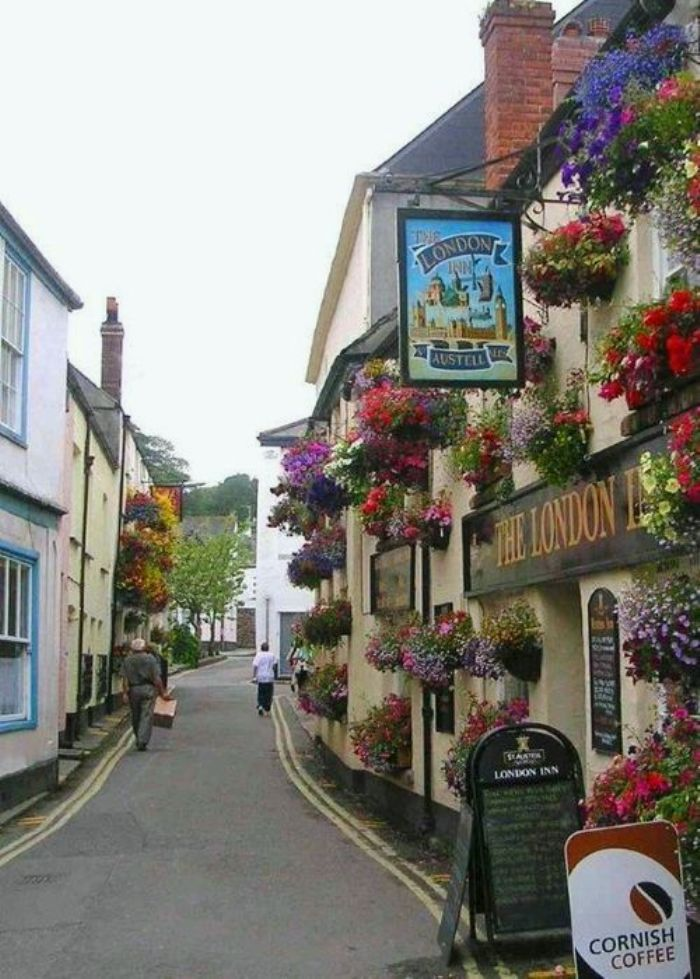 This pub is in Padstow, Cornwall, and have been here a few times --- #famfinder-