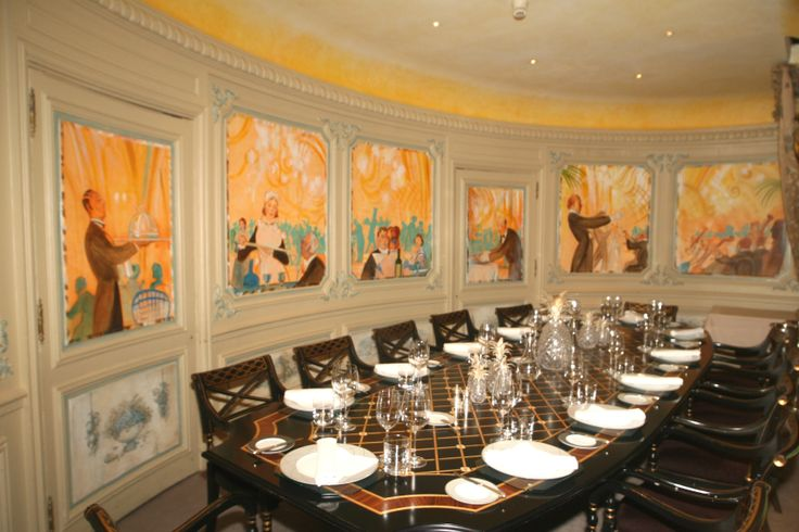 The Minstrels Gallery, private dining room at the RAC Club, London.