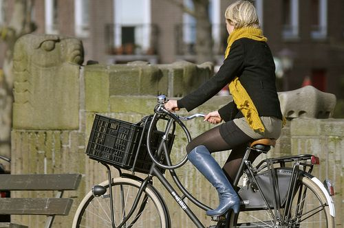 These outfits combine style and practicality, proving that you don't need to wear spandex #cycling clothing to pedal to work. #exercise #fashion