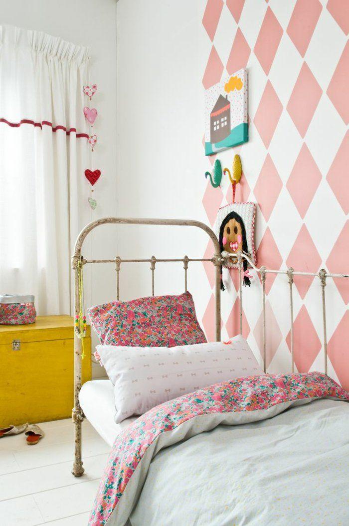 rideaux chambre enfant blancs pour la chambre fille avec lit en fer forgé