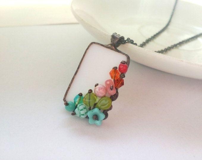 Cadeau voor vrouwen, Gebrandschilderd glas hanger, moderne sieraden, artistieke hanger, ongebruikelijke ketting, veelkleurige sieraden, glazen kralen ketting
