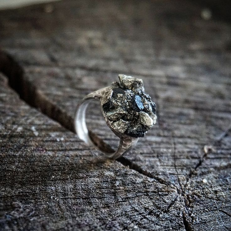 Ring in oxidized silver and crushed pyrite and turmalin stone.  Heavy and raw style. Boho, grunge, metallic, statement.