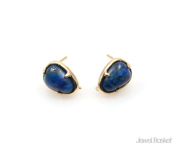 Lapis Lazuli charm earrings will be perfect for your own earrings. This listing is for two pieces of Lapis Lazuli stone earrings. They are made with gemstone and frame is made of brass. It is 16k gold plating.  - Shiny Gold Frame (Tarnish Resistant) - Lapis Lazuli Stone - Brass and Glass / 8mm x 12.3mm  - 92.5 Silver Ear post - 2pcs / 1pack