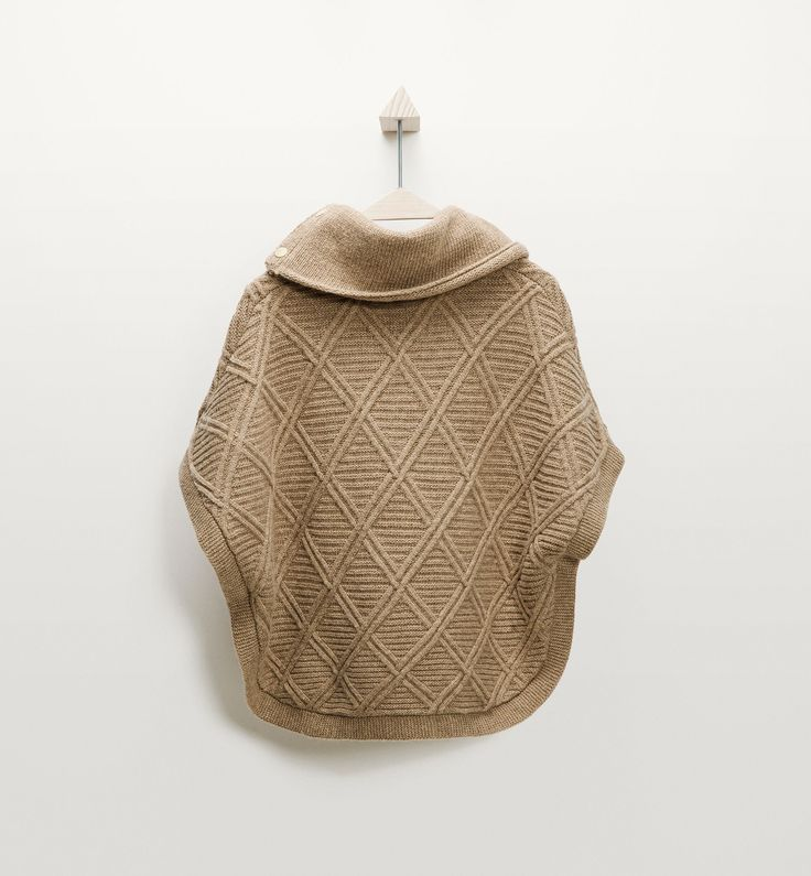 http://www.massimodutti.com/fr/fr/boys-&-girls/back-to-school/cape-texture-losanges-c1485003p6199283.html?colorId=715