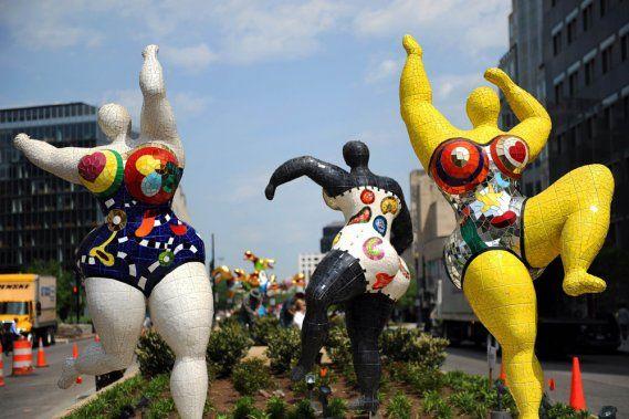 Niki de Saint Phalle: Nanas, propos de l'artiste moins approprié pour les élèves du primaire.