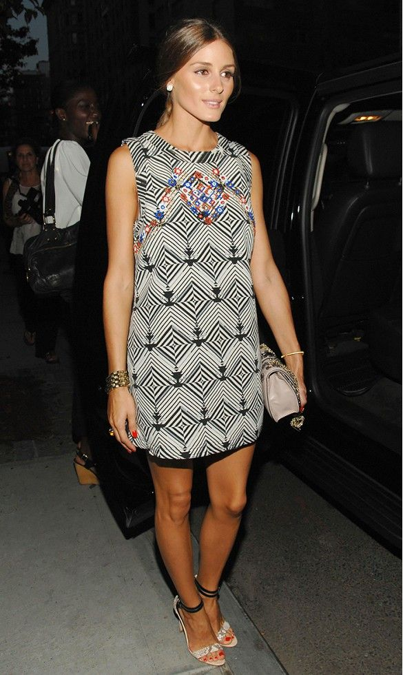 Invest in a mini dress in a graphic print for an Olivia Palermo-inspired look // #celebritystyle
