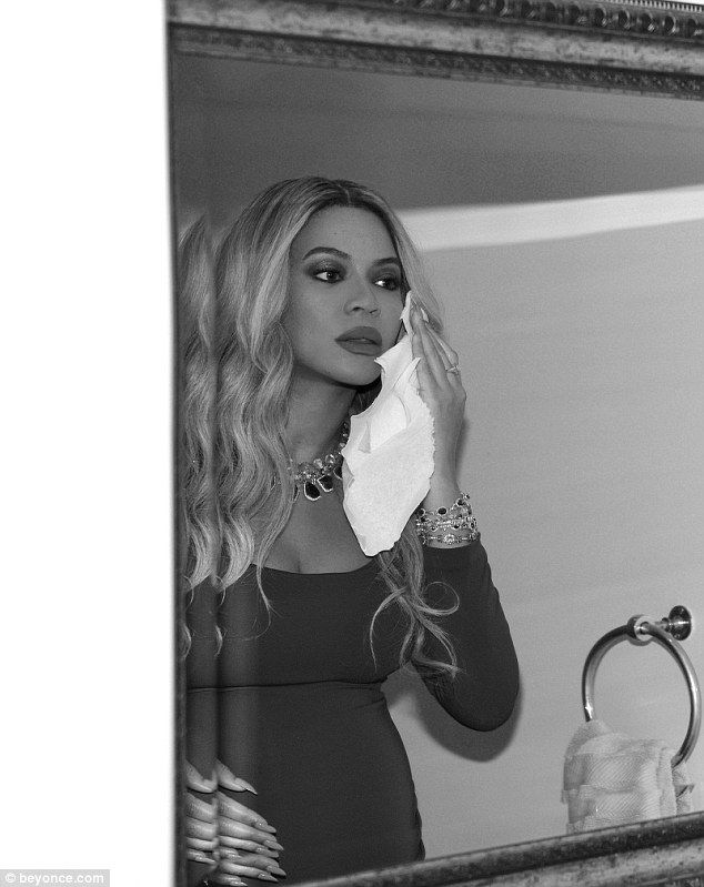 The 35-year-old posted the photos to her website. The photos seemed to have been taken before Beyonce headed out toHarvey Weinstein pre-Oscars bash with her husband, Jay-Z.