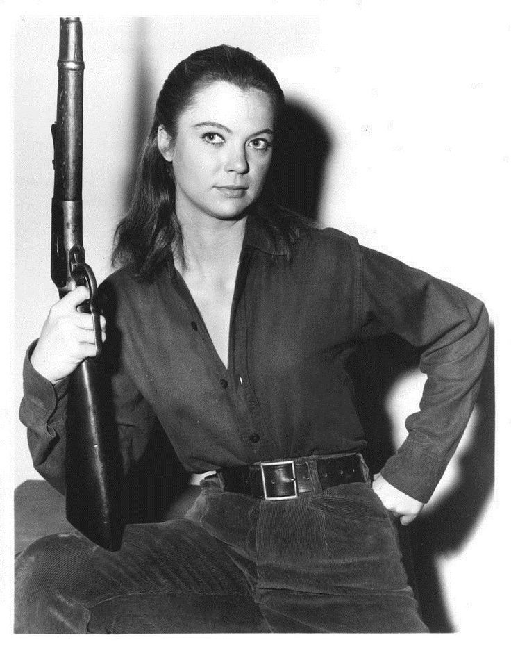 0 Louise Fletcher with a rifle