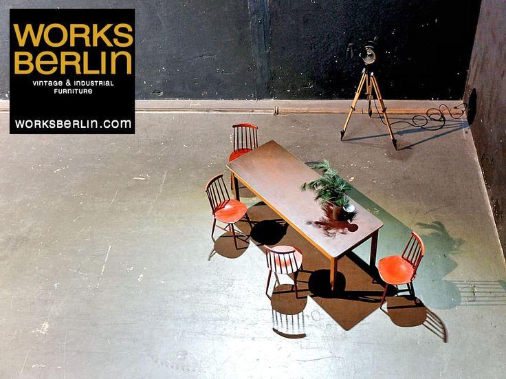 vintage table, vintage movie spotlight, vintage chairs, vintage industrial furniture, vintage industriemöbel, industriemöbel, vintage industriedesign möbel, ton chairs, vintage filmscheinwerfer, fabriklampen