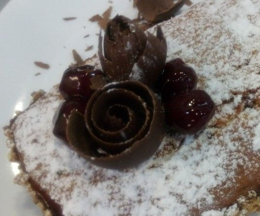 Vanilla cake with amarena cherries and chocolate drops.