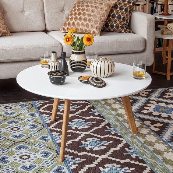 die besten 25 couchtisch rund ideen auf pinterest rundtischdekoration beistelltisch styling. Black Bedroom Furniture Sets. Home Design Ideas
