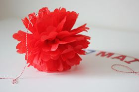 17. Mai DIY pompongar/papirdekorasjon laga av silkepapir.