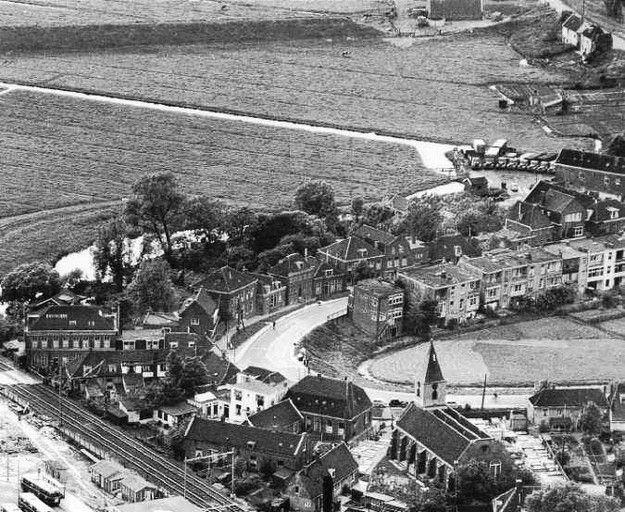 Amsterdam - Oud-Sloterdijk. 1953. met de Petruskerk.