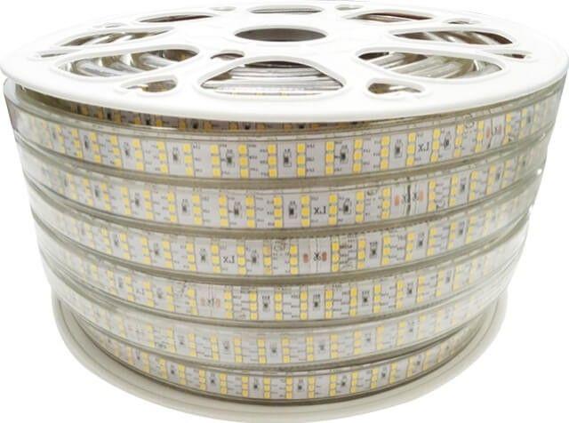 De intensitate luminoasa superioara, BANDA LED 276x2835 18W ALB CALD 220V este top tehnologie prin cele 276 LED-uri per metru si putere 18W/m. Banda este alimentata la tensiune 220V, fiind necesara o mufa speciala care trebuie cumparata separat.