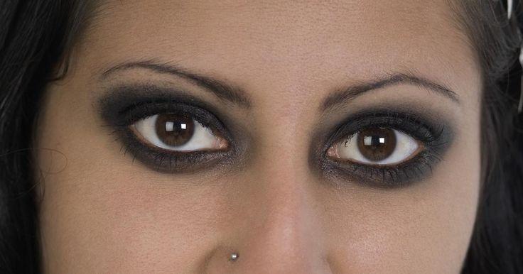 Cómo evitar que el delineador de ojos se corra sin usar uno a prueba de agua!!!