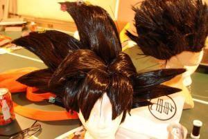 La peluca del cosplay de Goku llamo mucho mi atencion, y es que si vemos a detalle notaran que la misma es de cabello. Un excelente trabajo de QuantumDestiny, quien ante la peticion de varios admir...