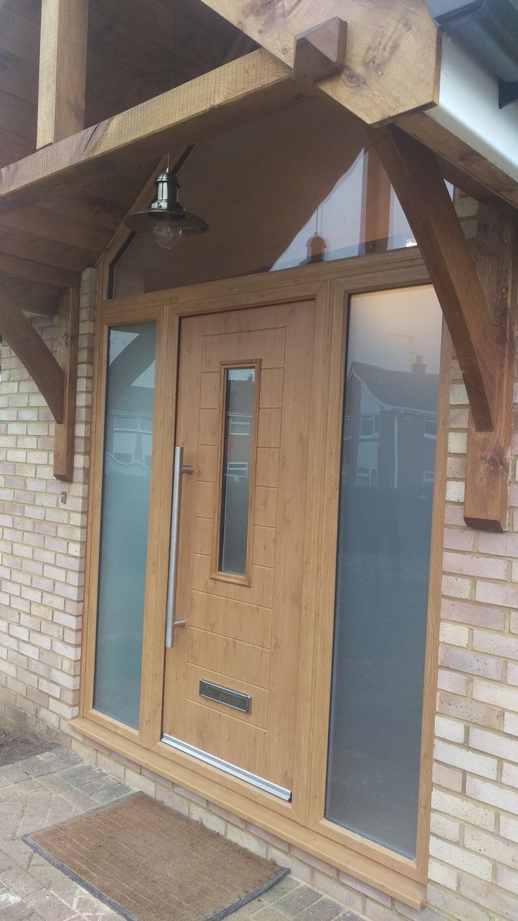 Another beautiful composite front door for a beautiful home! This time in Irish Oak with a lovely stainless steel pull handle. Find your nearest installer here: http://endurancedoors.co.uk/authorised-retailers/