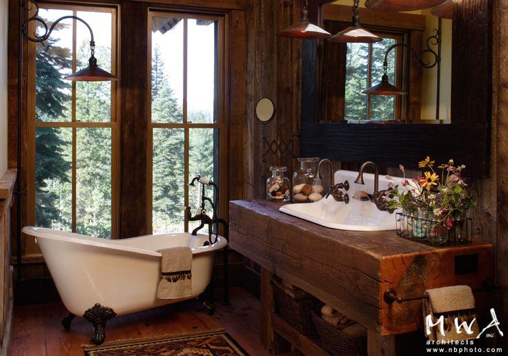 Old Fashioned Rustic Bathroom Clawfoot Tub Reclaimed