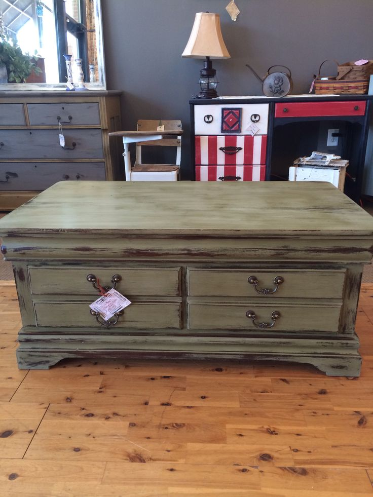 1000 ideas about painted coffee tables on pinterest white distressed furniture coffee table. Black Bedroom Furniture Sets. Home Design Ideas