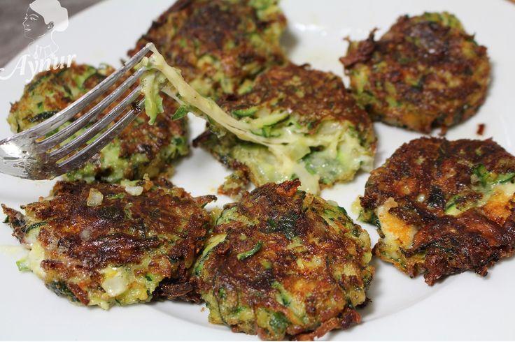 Diese Bratlinge kann man je nach Saison auch mit andere Gemüsearten ergänzen, in der türkischen Küche wird das mit Joghurt gegessen, man kann es aber auch als Beilage zum Fleisch nehmen. PS: Für me…