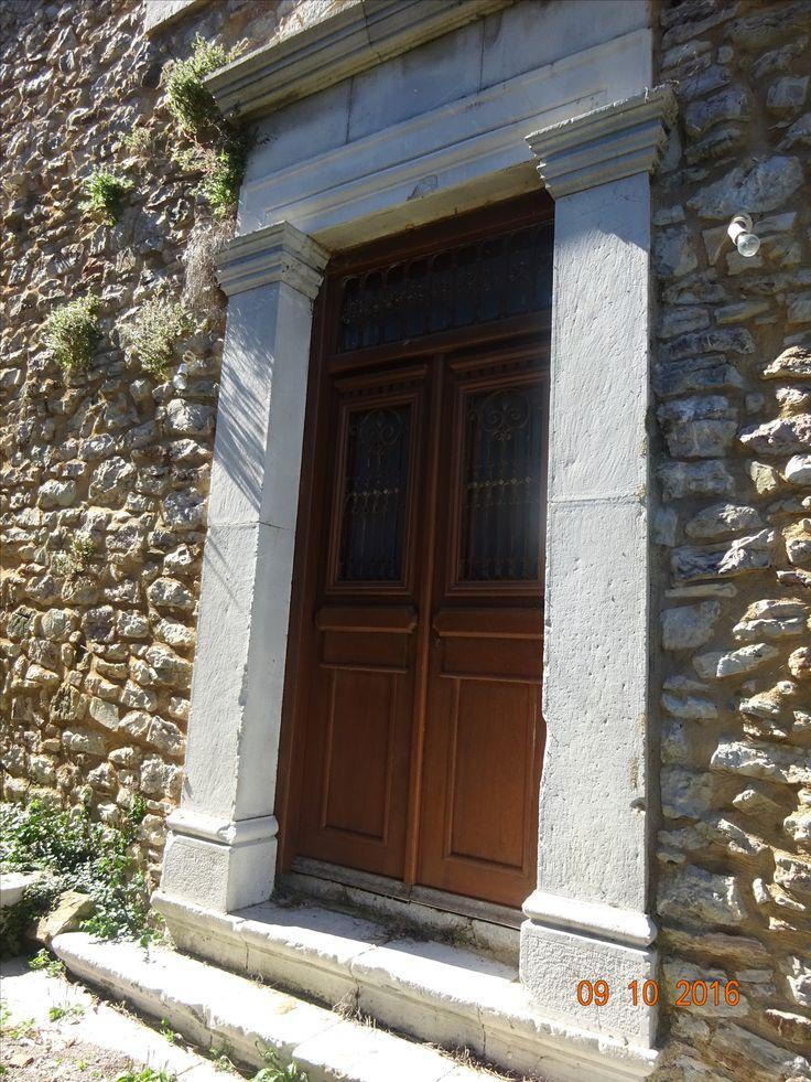 Εξώθυρα στην Ανδρίτσαινα, φωτ: Έφη Χατζηνάσου