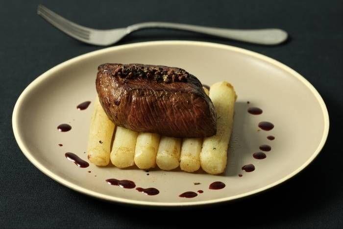 Recette de Pavé de boeuf aux poivres rares, salsifis rôtis au thym