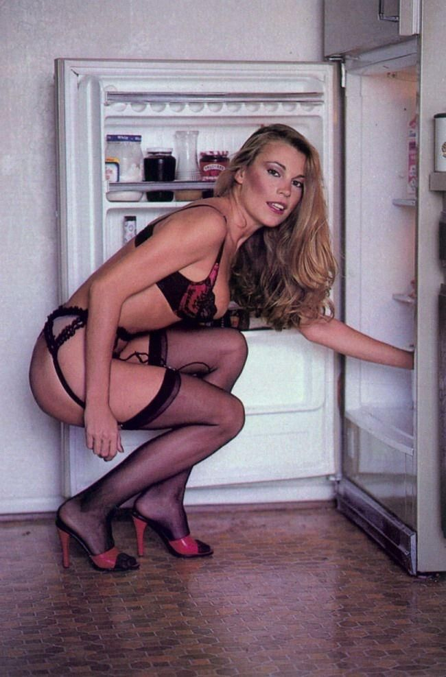 Vanna White looking for a late night snack 1987 http://ift.tt/2gPzeMS