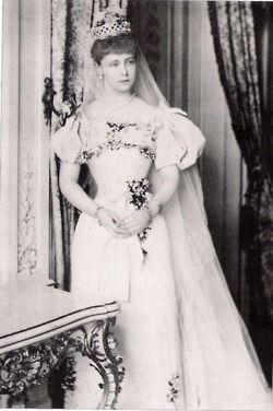 Maria de Edinburgh în ziua căsătoriei du Principele moştenitor Ferdinand al Romaniei, 1893