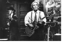 Pikamac: April 2006- G E Smith lead guitar for SNL.  He was married to Gilda Radner for 2 years.