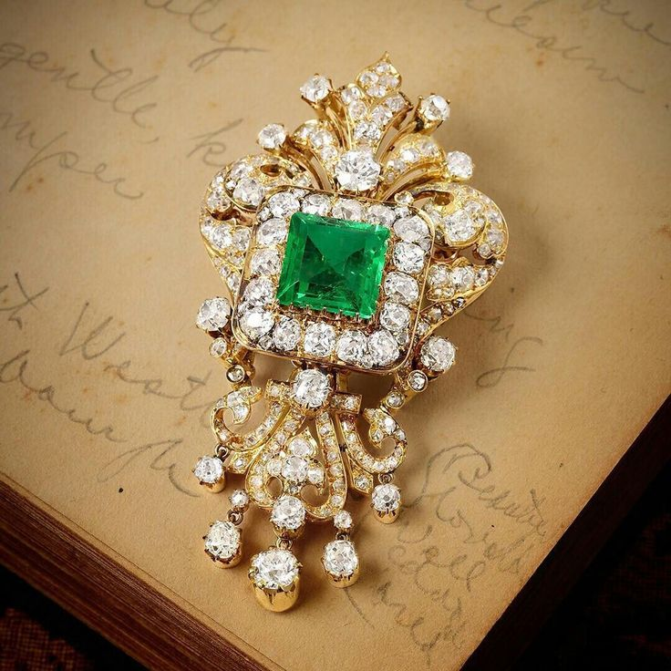 A Magnificent Victorian Emerald and Diamond Brooch (Lot 164, Session One). Estimated price $17,000-$25,000. #fortunaauction #DiamondBrooches #necklacediamonds