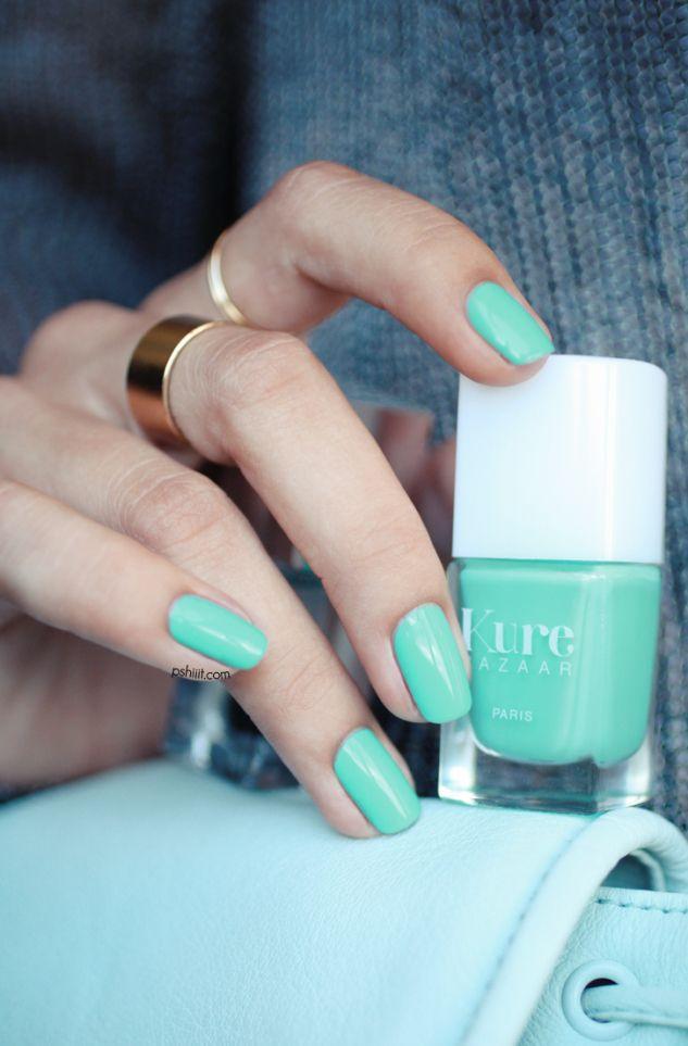 Vernis à ongles Kure Bazaar Caicos : un bleu mint vert lagon disponible sur http://www.mademoiselle-bio.com/vernis-a-ongles-kure-bazaar.html