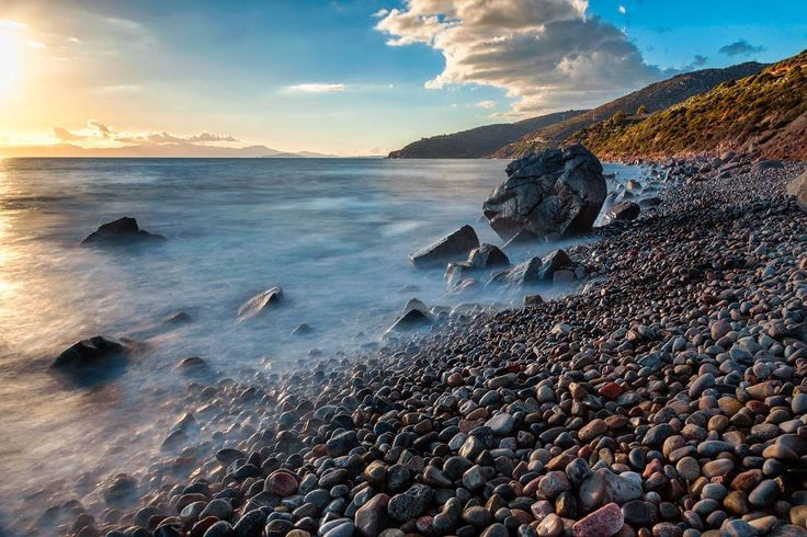 A rock on the edge of the world  #vittoriogreggio #seascape #sardegna #lovetheocean #whatmakestheocean