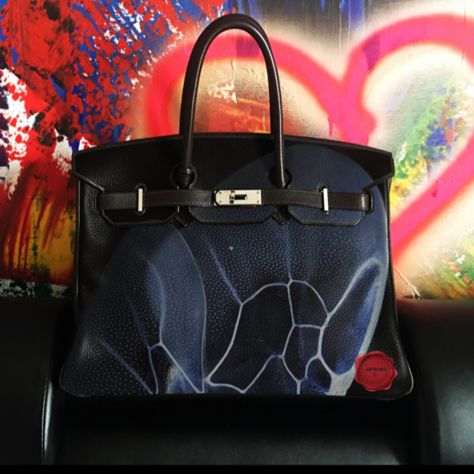 HERMÉS BIRKIN BAG BY ARTBURO. Hand painted. Exceptional piece. Art by Alisa Kovtunova. Sell by 55000$ . #artburo #hermes #handpaintedhermes #Sothebys #Christies #alisakovtunova #birkin #oneofakind #fashion #art #luxury #millennials