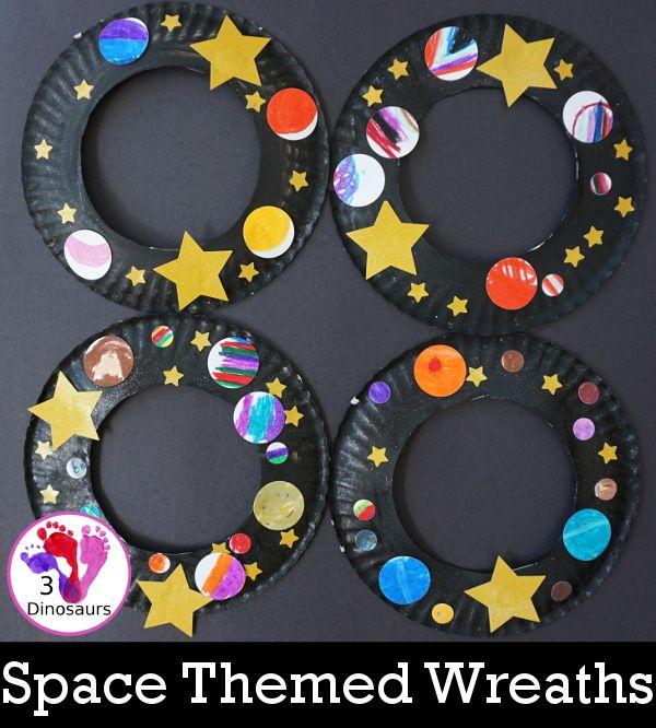 A Fun Space Theme Wreath: crea una corona de papel con un tema espacial que …
