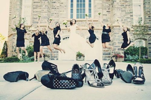 Foto de boda con tus #damas.. y sus zapatos! / Lovely wedding photo with your #bridesmaids.. and their shoes!