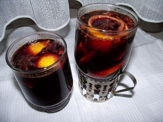 Glühwein mit Zitrusfrüchten (Grzane wino z owocami cytrusowymi)