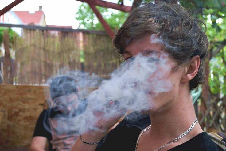 Reiki para personas adictas a la marihuana y otras drogas. Aprende la técnica del tratamiento de Reiki para ayudar a personas adictas a la marihuana y otras drogas.  Más información: http://reikinuevo.com/reiki-personas-adictas-marihuana-drogas/