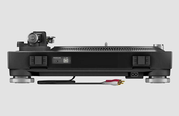 Mit dem PLX-500bringt Pioneer DJ einen neuen und dabei relativ günstigen Plattenspieler auf den Markt, der dank seiner guten Ausstattung nicht nur für DJs von Interesse sein dürfte. Vor rund zwei Jahren präsentiertePioneer mit demPLX-1000 eine echteAlternative zum legendären (und … Weiterlesen