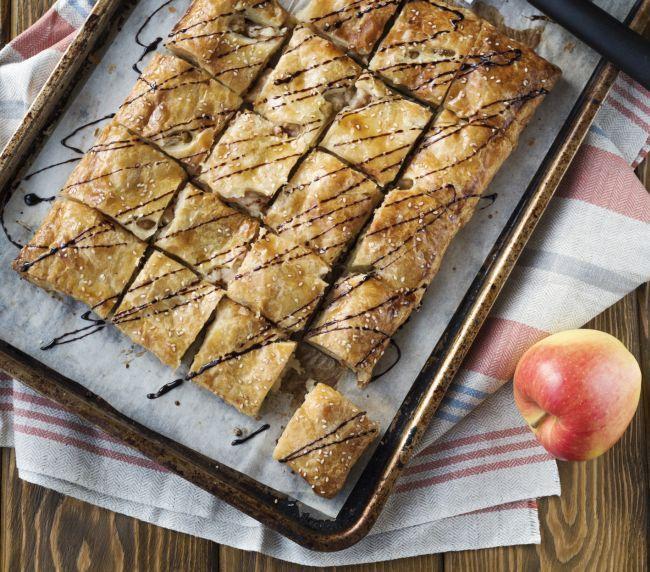 La ricetta della torta integrale allo yogurt e mele da realizzare per iniziare la giornata alla grande