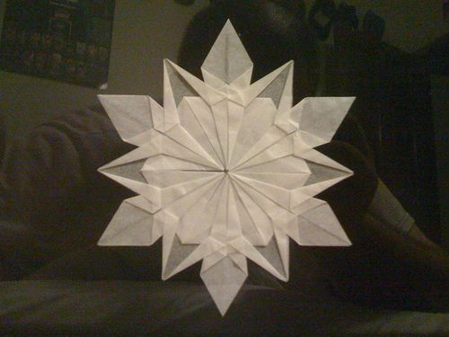 How to make this snowflake, a tutorial: Snowflakes Videos, Paper Snowflakes, Videos Tutorials, Crochet Crafts, Snow Flakes, Snowflakes Tutorials, Origami Snowflakes, Bedrooms Decor, Christmas Stars