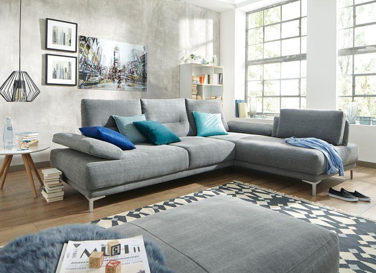 Loftcharakter Im Wohnzimmer Mit Betonwand Couch GrauSofa