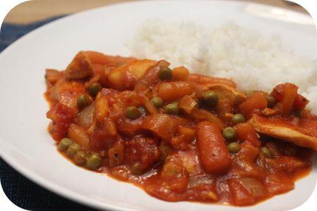 Op dit eetdagboek kookblog : Ingrediënten; rijst, 1 ui, 2 teentjes knoflook, 1 theelepel sambal, kurkuma, kerriepoeder, gemberpoeder, 1 kipfilet, 1 appel, 1 blik tomaatblokjes, 1 potje