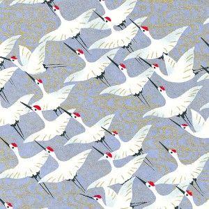 Papier japonais Yuzen Washi Chiyogami, sérigraphie envolée de grues, blanc, or, sur fond bleu - chez Adeline Klam