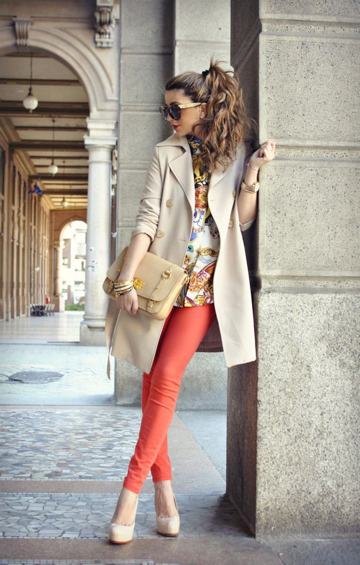 great color of jeans: Outfits, Fashion, Coral Pants, Colors Jeans, Clothing, Street Style, Trenchcoat, Trench Coats, Hair